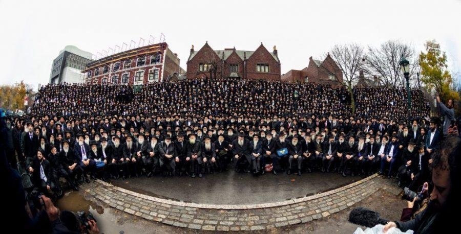Thousands+of+rabbis+who+serve+as+emissaries+for+the+Chabad-Lubavitch+movement+pose+for+their+annual+%22class+picture%22+in+front+of+Chabad+headquarters+in+Crown+Heights%2C+Brooklyn%2C+Nov.+24%2C+2019.+%28Mendel+Grossbaum+%2F+Chabad.org%29