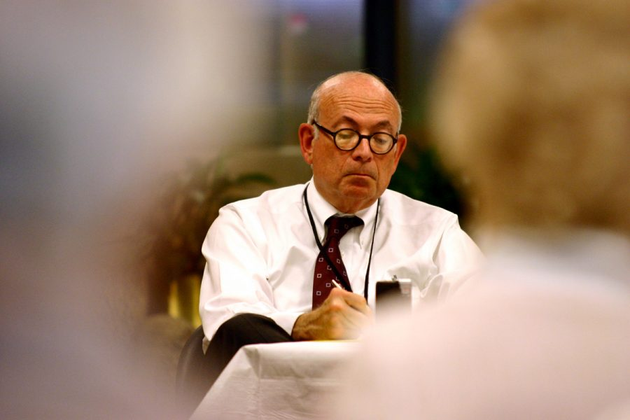 Jewish+Light+Editor-in-Chief+Emeritus+Robert+A.+Cohn+takes+notes+at+an+August+2008+meeting.+For+many+years%2C+Cohn+has+been+a+frequent+presence+at+St.+Louis+Jewish+community+events%2C+with+his+cassette+recorder%2C+legal+pad+and+pen%2C+taking+notes+and+recording+audio.+Photo%3A+Mike+Sherwin
