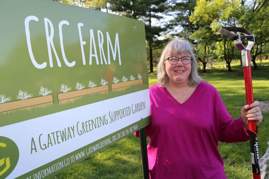 Karen+Flotte+at+Central+Reform+Congregation%E2%80%99s+mitzvah+garden.+Photo%3A+Bill+Motchan