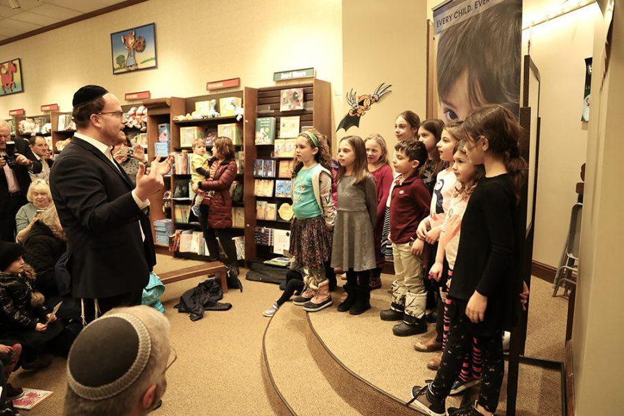 Schnucks+Ladue+Crossing+Hanukkah+celebration