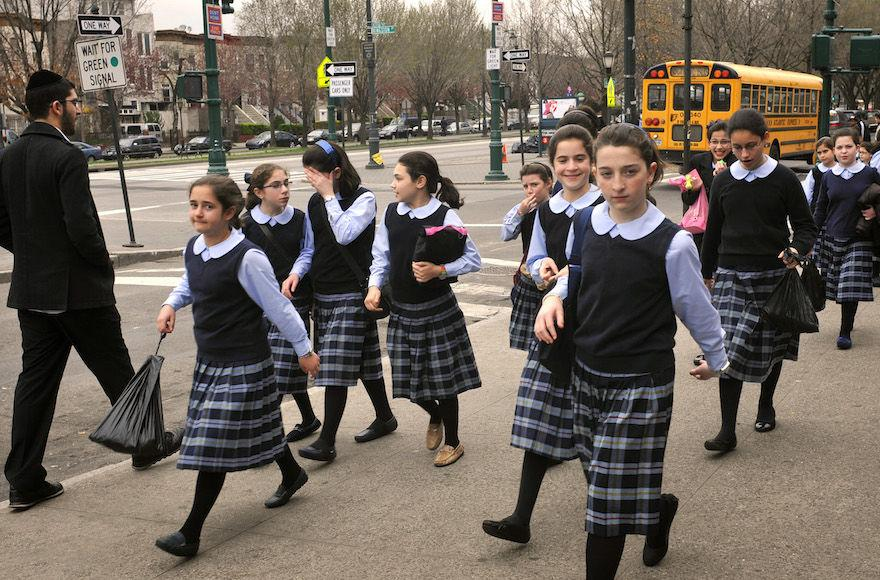 Young+haredi+Orthodox+girls+in+Crown+Heights%2C+Brooklyn%2C+March+21%2C+2012.+%28Serge+Attal%2FFlash90%29