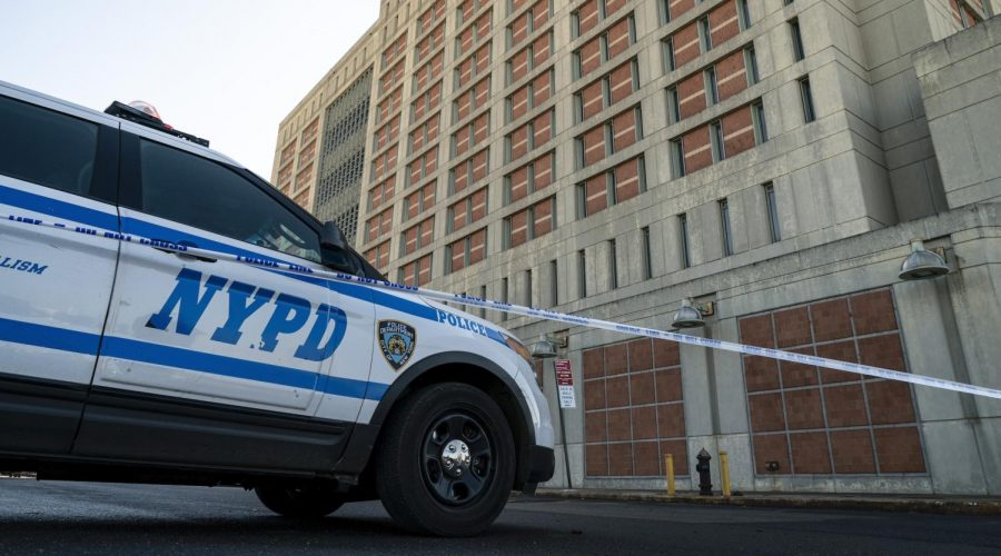 An+NYPD+vehicle+sits+outside+the+Metropolitan+Detention+Center+in+Brooklyn%2C+Feb.+4%2C+2019.+%28Drew+Angerer%2FGetty+Images%29