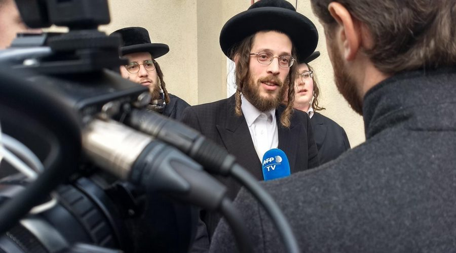 Joseph+Gluck+speaks+to+reporters+the+day+after+witnessing+the+attack+in+Monsey%2C+N.Y.%2C+Dec.+29%2C+2019%2C+%28Ben+Sales%29