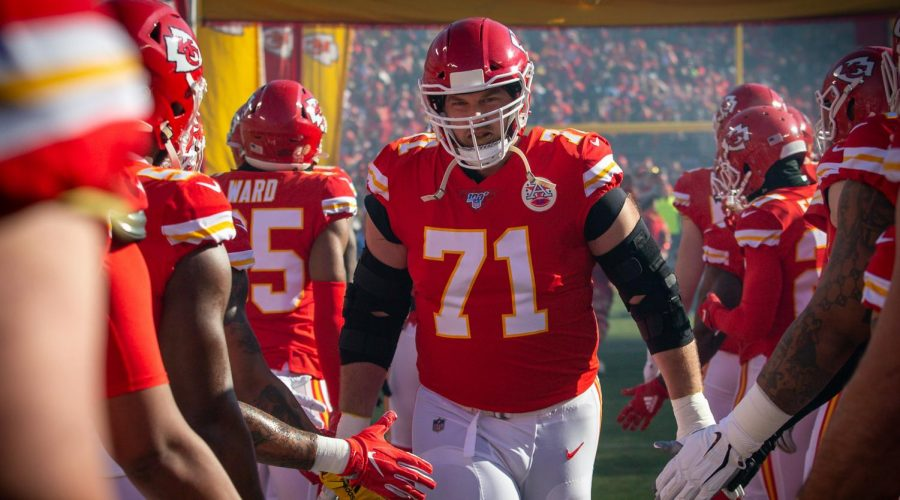 Kansas City Chiefs offensive tackle Mitchell Schwartz (71) enters the game against the Tennessee Titans at Arrowhead Stadium in Kansas City, Missouri. (Photo by William Purnell/Icon Sportswire via Getty Images)