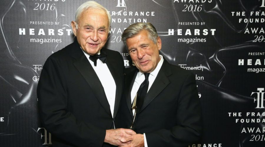 Leslie Wexner, left, and Ed Razek pose backstage at the 2016 Fragrance Foundation Awards presented by Hearst Magazines in New York, June 7, 2016. (Astrid Stawiarz/Getty Images for Fragrance Foundation)