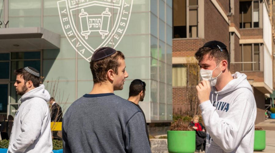 A+Yeshiva+University+student+wears+a+face+mask+on+the+grounds+of+the+university+on+March+4%2C+2020+in+New+York+City.+%28David+Dee+Delgado%2FGetty+Images%29%C2%A0
