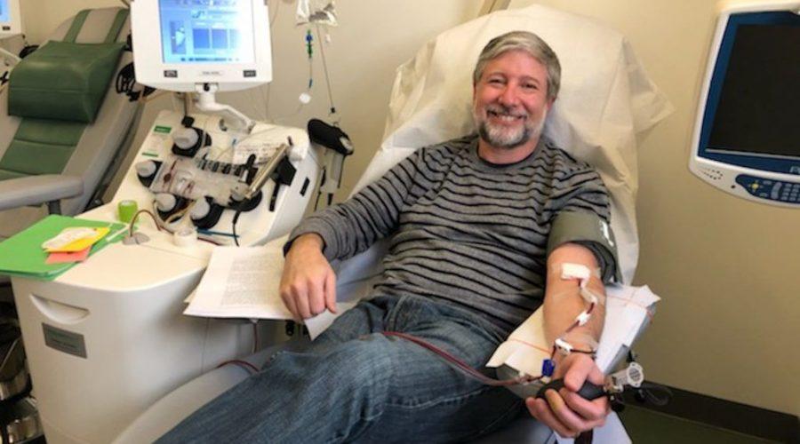 Rabbi+Daniel+Nevins+donating+blood+plasma+at+Mount+Sinai+Hospital+in+New+York%2C+March+27%2C+2020.+%28Courtesy+of+Nevins%29