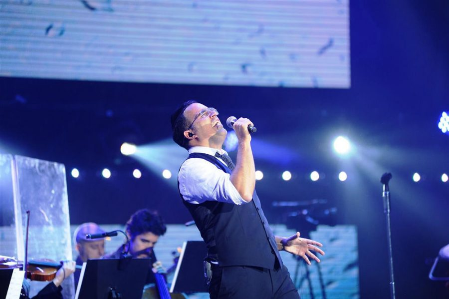 At+left%2C+Yaakov%C2%A0Shwekey+performs+in%C2%A0Jerusalem+in+2015.+The+well-known+Orthodox+Jewish+singer+will+make+his+St.+Louis+debut+at+the+St.+Louis+Kollel%E2%80%99s+upcoming+Jewish+Unity+Live+event+on+March+15+at+the+Touhill+Performing+Arts+Center+at+UMSL.%C2%A0PHOTO%3A+YAAKOVSHWEKEY.COM%C2%A0