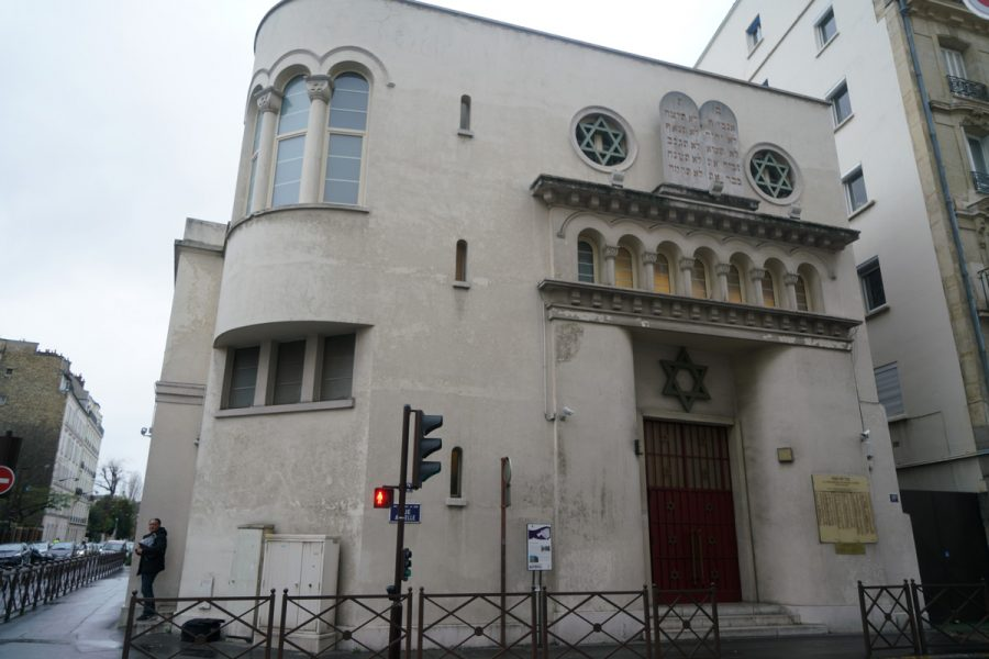 A+man+leaving+the+synagogue+of+Neuilly-sur-Seine%2C+France+on+Dec.+11%2C+2017.+%28Cnaan+Liphshiz%29