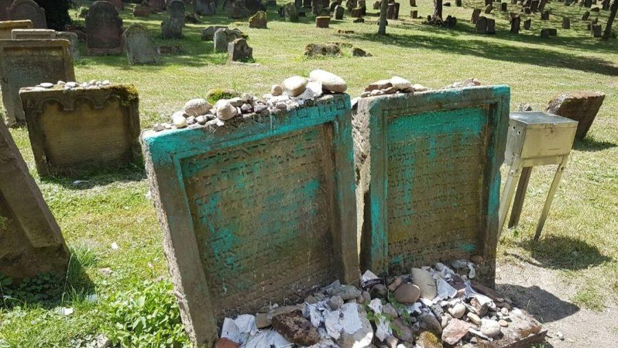 Vandalized+gravestones+at+the+medieval+Jewish+cemetery+in+the+German+city+of+Worms.+%28City+of+Worms+website%29
