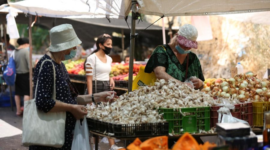 Shoppers+are+back+at+Israeli+outdoor+markets%2C+such+as+this+one+in+Tzfat%2C+pictured+July+15%2C+2020%2C+but+Delicious+Experiences+lives+on.+%28David+Cohen%2FFlash90%29
