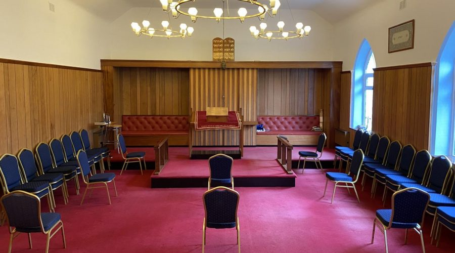 The+Jersey+synagogue+socially+distanced+its+chairs+for+its+first+Shabbat+service+since+the+start+of+the+pandemic.+%28Courtesy+of+the+Jersey+Jewish+Congregation%29