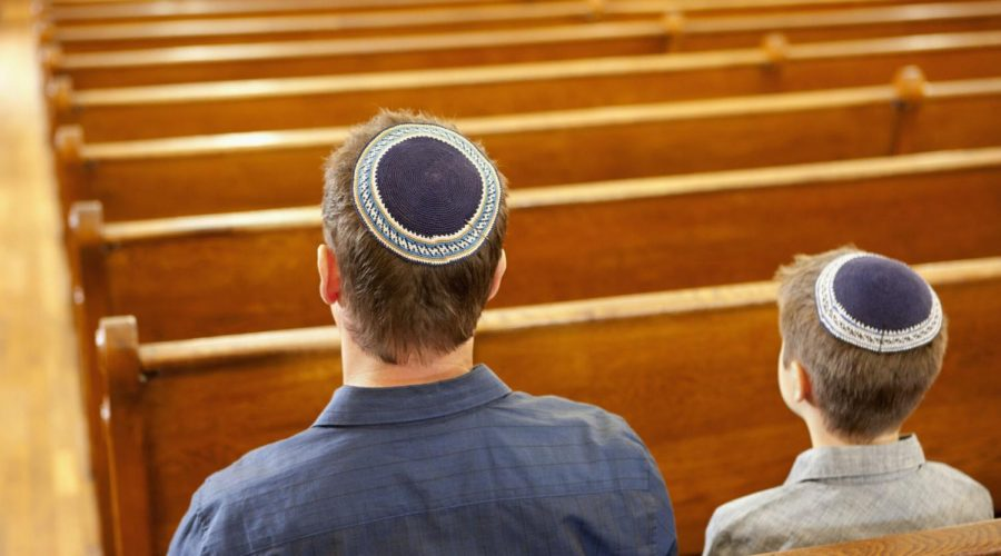 17%25+of+American+Jews+attended+a+virtual+prayer+service+last+month%2C+compared+to+half+of+Christians