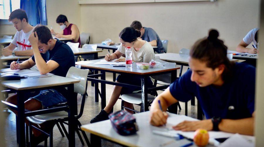 High+school+students+in+Tel+Aviv+take+an+exam%2C+June+29%2C+2020.+%28Avshalom+Sassoni%2FFlash90%29