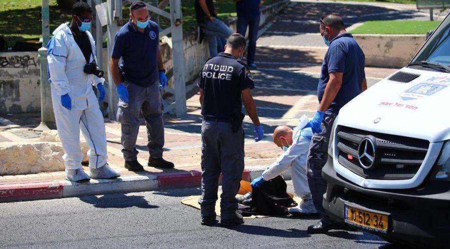 Israeli security forces at the scene of a stabbing attack in the central Israeli city of Petah Tikvah, where a man was critically injured by a Palestinian assailant on Aug. 26, 2020. (Flash90)