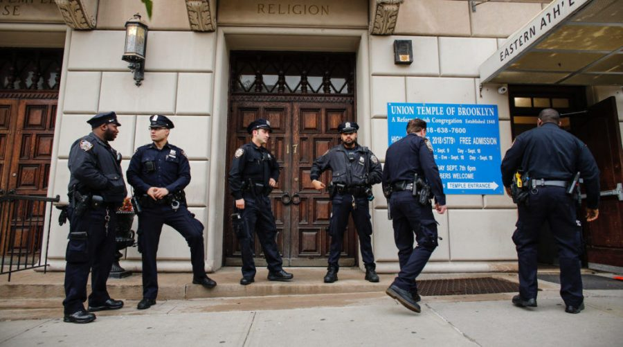 New+York+police+officers+stand+guard+at+the+door+of+the+Union+Temple+of+Brooklyn%2C+Nov.+2%2C+2018.+%28Kena+Betancur%2FAFP%2FGetty+Images%29%C2%A0