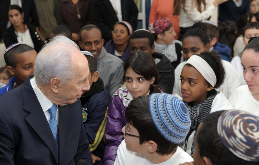 Photo+by+Amos+Ben+Gershom%2C+Israeli+Government+Press+OfficePresident+Shimon+Peres%2C+who+in+1996+was+the+target+of+protests+over+the+dumping+of+Ethiopian+Israeli+blood%2C+visits+the+Reshit+school+in+Jerusalem+in+January+2012+in+response+to+more+episodes+of+discrimination+toward+Ethiopian+Jews.