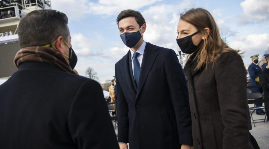 Jon Ossoff with his wife, Dr. Alisha Kramer, atthe presidential inauguration ceremony, Jan. 20, 2021. (Tom Williams/CQ-Roll Call, Inc via Getty Images)