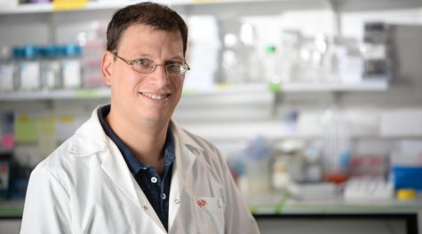 Dr. Oren Parnas of Jerusalem's Hebrew University is profiling individual pancreatic cancer cells from early stage tumors in a bid to discover markers for early diagnosis. (Aviad Weissman)