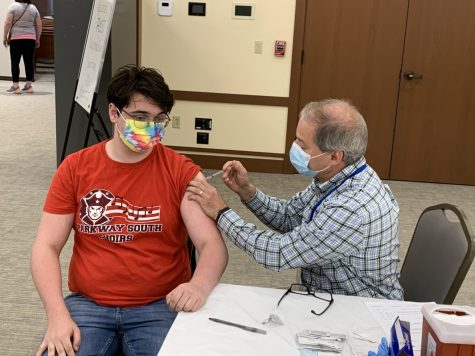 Dr. Dan Jasper administers the Pfizer COVID-19 vaccine to Jacob Stapp on Sunday, April 25 at Congregation Shaare Emeth  in Creve Coeur.