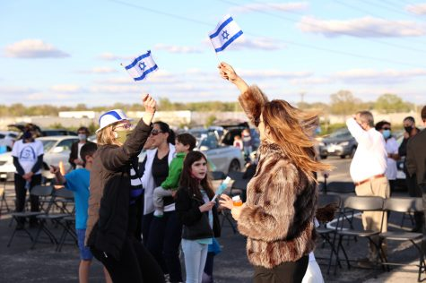 The St. Louis chapter of the Israeli American Council (IAC) held, in conjunction with other local Jewish groups, a drive-in celebration of Yom Ha'atzmaut, Israel's Independence Day. The event took place Thursday, April 15 in the back parking lot of the Jewish Community Center's Staenberg Family Complex near Creve Coeur.