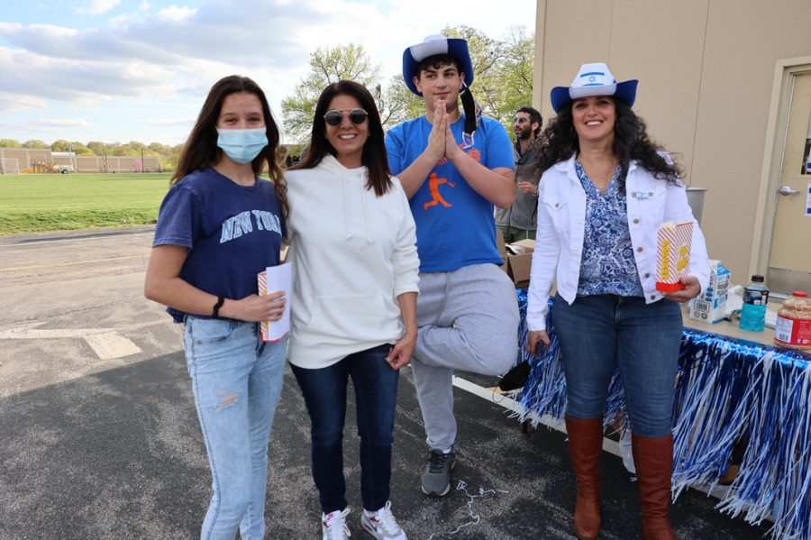 The St. Louis chapter of the Israeli American Council (IAC) held, in conjunction with other local Jewish groups, a drive-in celebration of Yom Ha'atzmaut, Israel's Independence Day. The event took place Thursday, April 15 in the back parking lot of the Jewish Community Center's Staenberg Family Complex near Creve Coeur.  Participating organizations included theSt. Louis Chapter of the Israeli American Council (IAC), the Jewish Community Center (JCC), St. Louis Friends of Israel (SLFI), Jewish Federation of St. Louis, Congregation B'nai Amoona, Congregation United Hebrew, Nusach Hari B'nai Zion, Kol Rinah, H.F. Epstein Hebrew Academy, Mirowitz Jewish Community School, Traditional Congregation, Shaving Israel, Central Reform Congregation, NCSY, Jewish Student Union (JSU), Shevet Keshet – Tzofim, and Jewish Community Relations Council (JCRC).