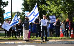 Several hundred St. Louisans gathered for a Stand With Israel Rally on May 12 on Schuetz Road outside the Jewish Federation's Kaplan Feldman Complex. Photo: Bill Motchan