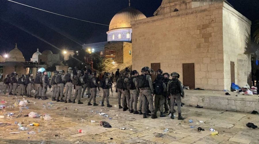 Violence rages in West Bank and Jerusalem, as dozens are injured in police clashes and Palestinian attackers are killed in shootout