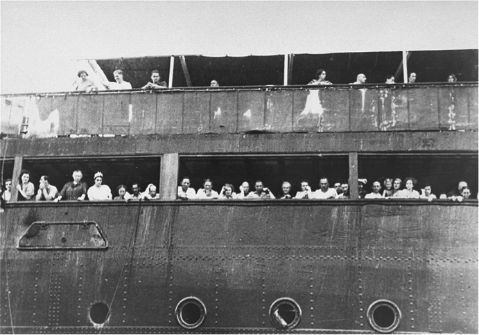 Passengers+on+the+SS+St.+Louis+wait+in+vain+for+admission+to+Cuba+or+the+United+States.+One+refugee+on+the+ship+committed+suicide+rather+than+return+to+Europe.