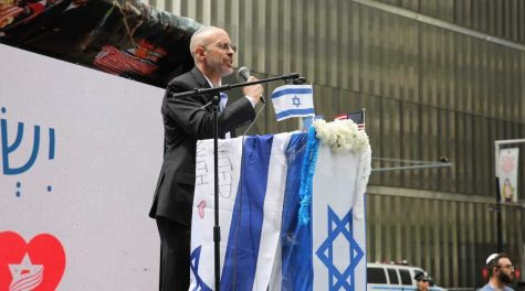 Elisha Wiesel at a rally for Israel and against antisemitism in Lower Manhattan, May 23, 2021. (Shachar Azran/Israeli-American Council)