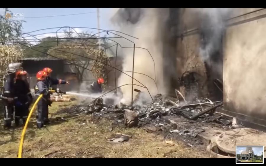 Firefighters+respond+at+the+scene+of+a+plane+crash+at+a+house+in+Sheparivtsi%2C+Ukraine+on+July+28%2C+2021.+%28Screenshot%2FYouTube%29