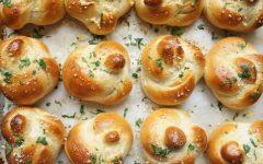 My Jewish Recipe Box: Garlic Knot Challah Rolls