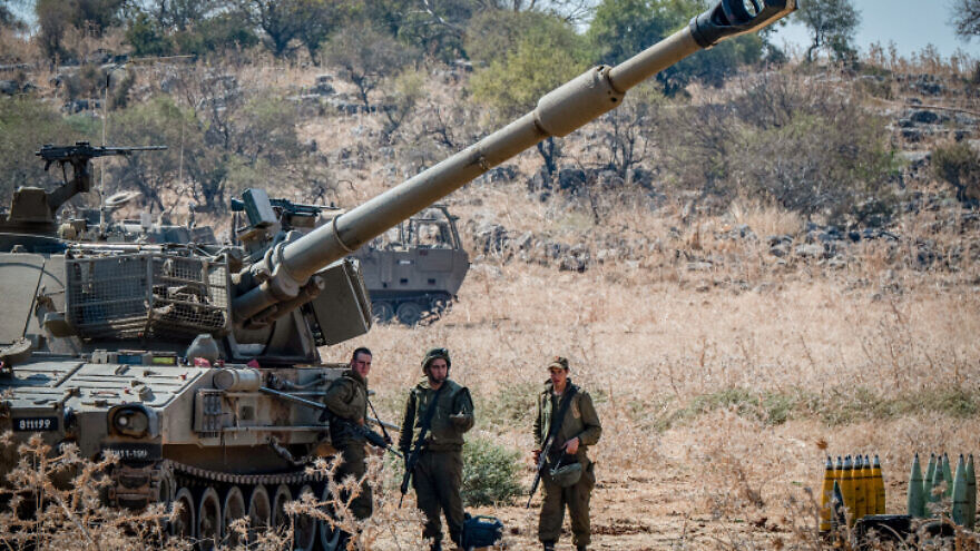 Israeli soldiers stand near artillery units deployed near the Lebanese border outside the northern Israeli town of Kiryat Shemona, northern Israel, on September 1, 2019. Photo by Basel Awidat/Flash90 *** Local Caption *** ??? ?????? ???????? ???? ????? ????? ???? ???
