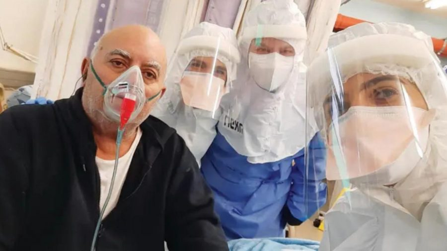 A patient recovering after receiving Prof. Nadir Arber's experimental EXO-CD24 Covid-19 treatment. Photo courtesy of Tel Aviv Sourasky Medical Center