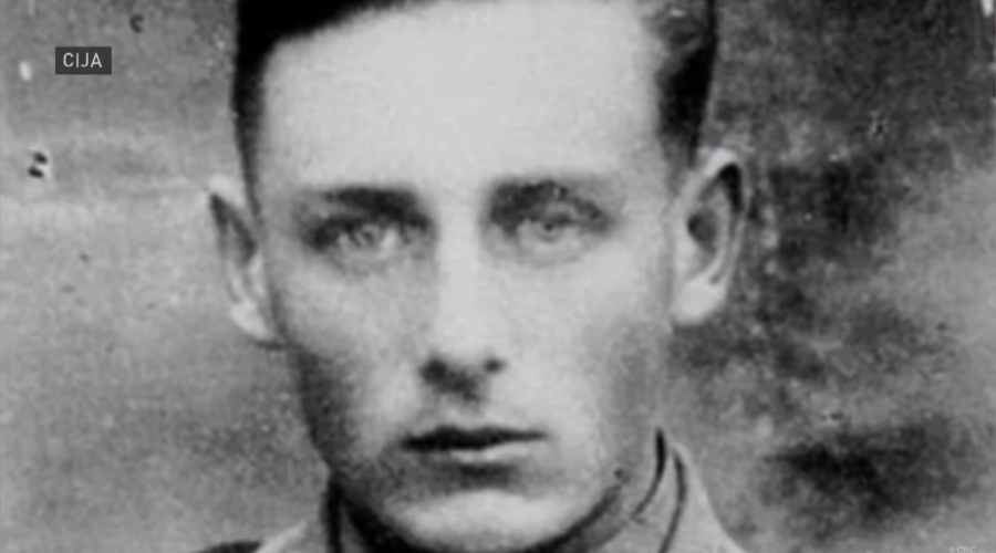 A+photo+of+Helmut+Oberlander+when+he+was+a+translator+for+a+Nazi+death+squad.+%28Screenshot%29