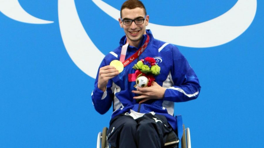 Ami Dadaon with his gold medal, August 30, 2021. Photo by Keren Isaacson/IPC