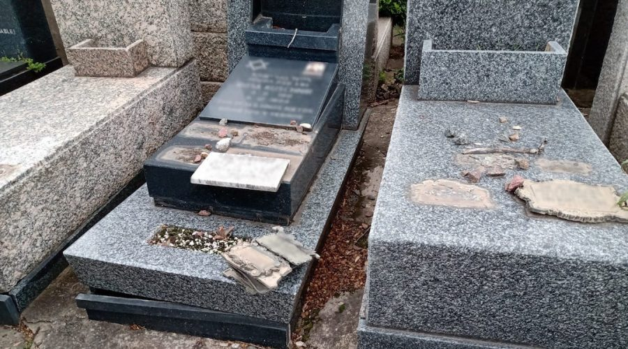 Some+of+the+vandalized+graves+at+the+Tablada+Jewish+cemetery+near+Buenos+Aires.+%28Courtesy+of+AMIA%29