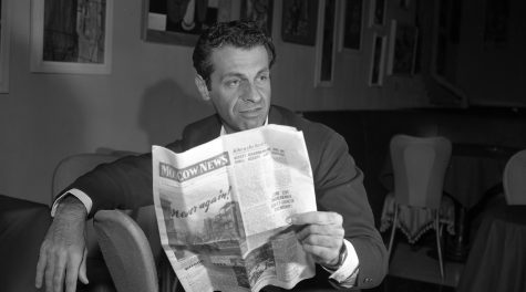 Mort Sahl in 1960. (Getty Images)